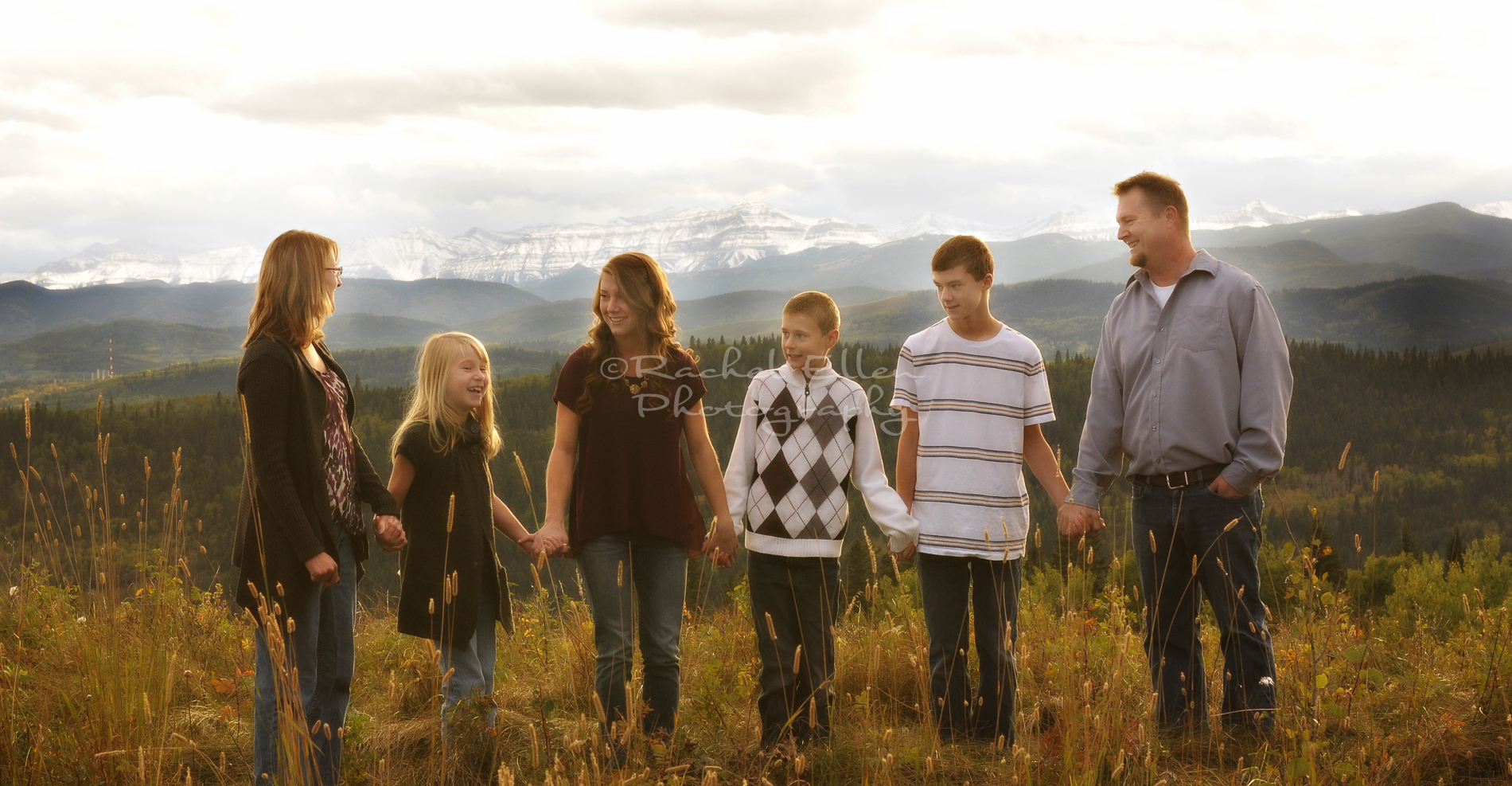 Mountain view on location family portraits
